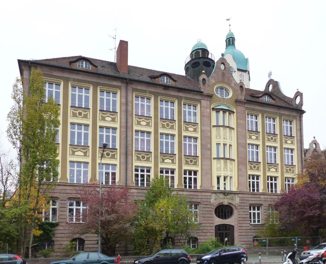 Bismarckschule Fassade, Schulbau an der Fröbelstraße