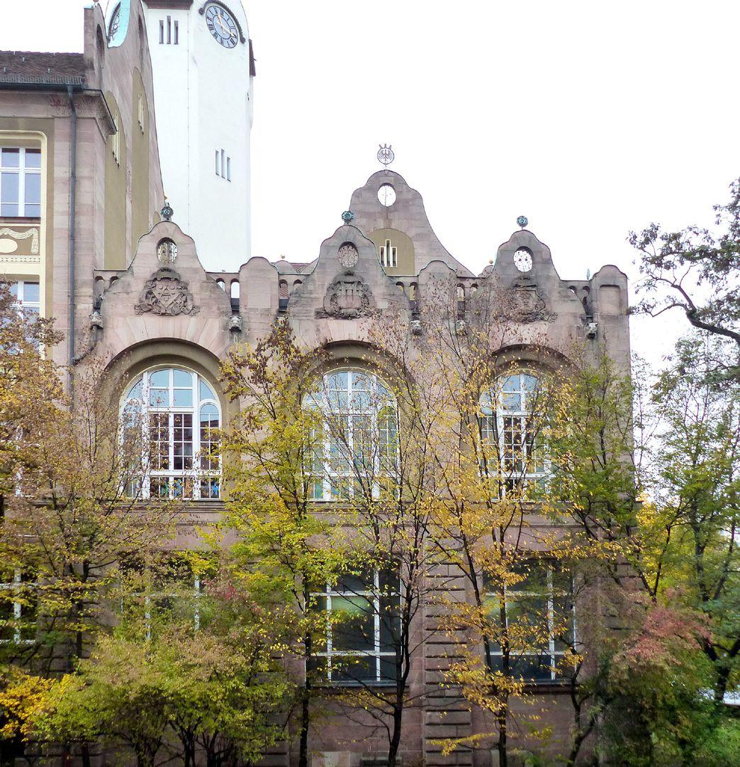 Bismarckschule Gegiebelter Flachdach- Eckbau