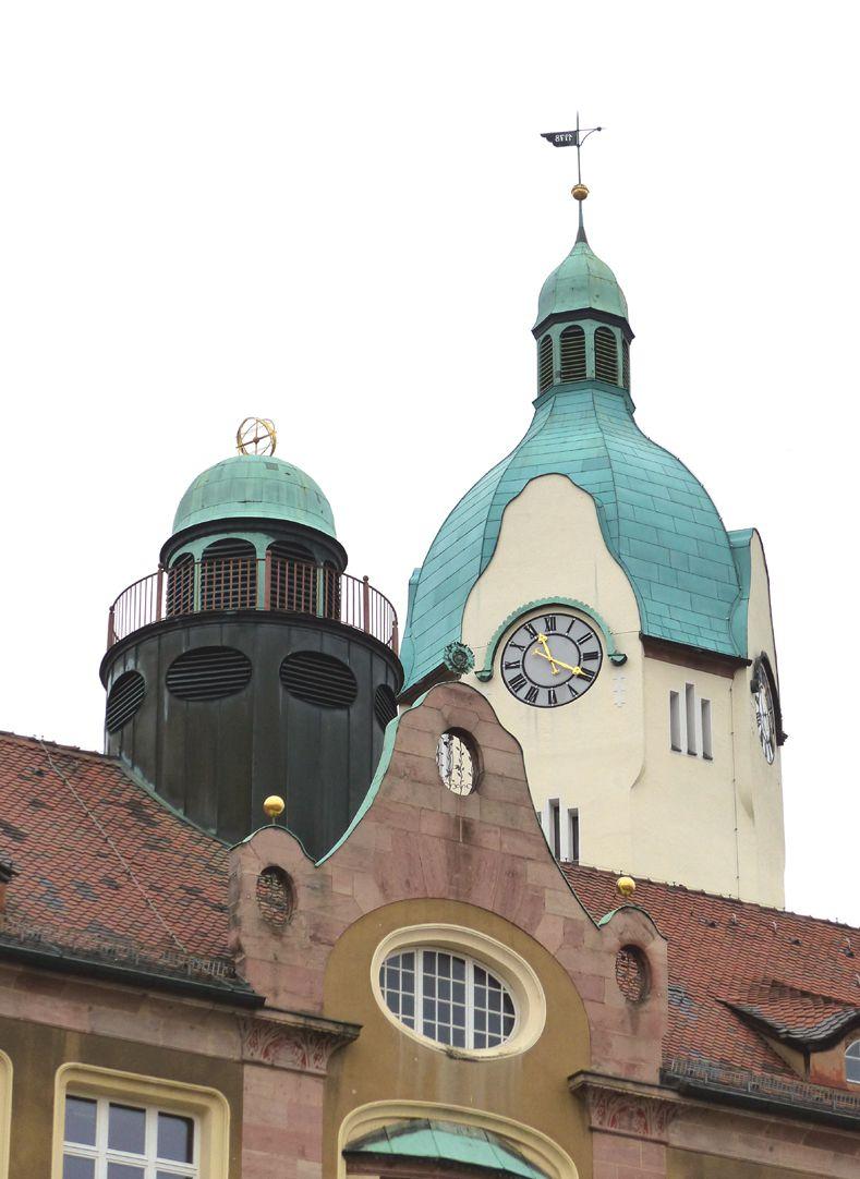Bismarckschule Giebel, Dachreiter und Haube des Hauptturms