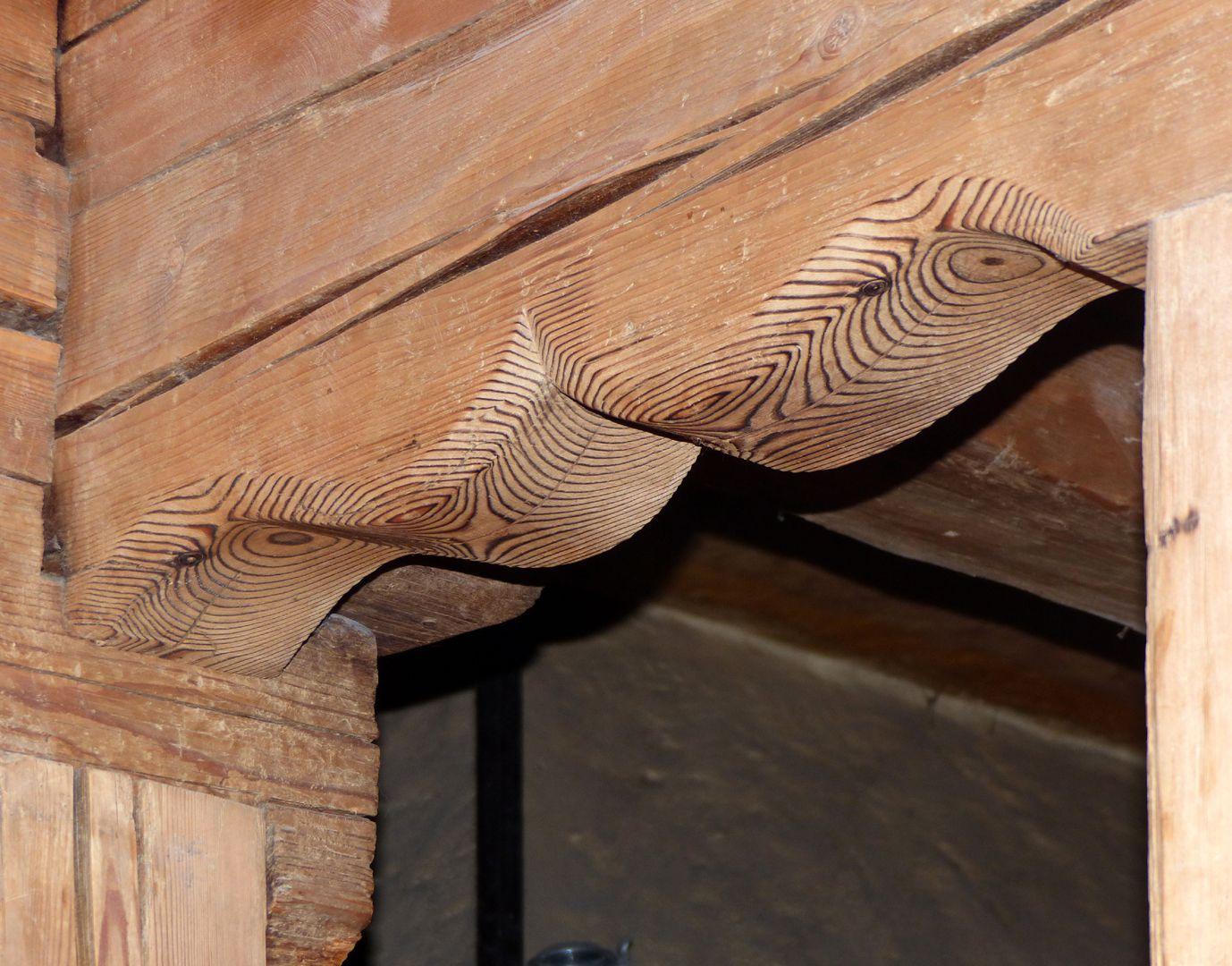 Bratwursthäusle Linke Holzstube, Eselsrückenbogen