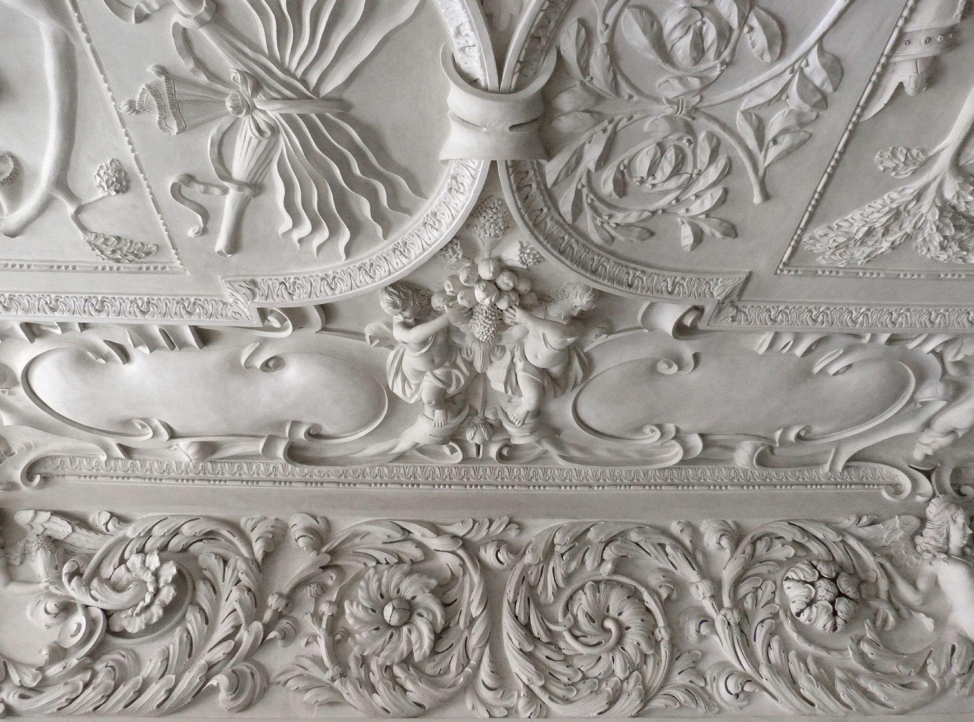 Stuckdecke im Fembohaus Mittlerer südlicher Akanthusfries mit Deckenpartie