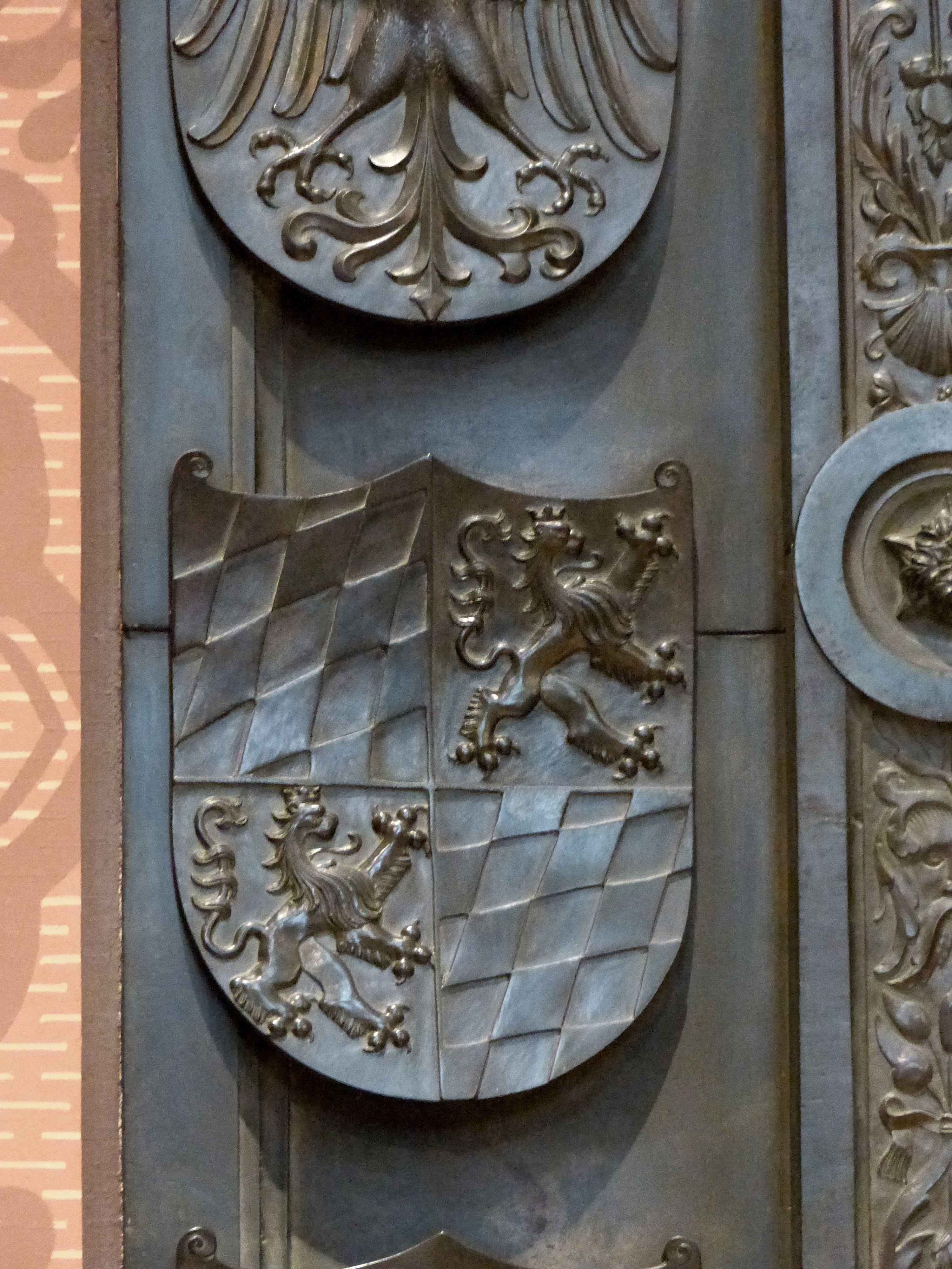 Grabmal Friedrichs des Weisen (Wittenberg) Grabplatte, Detail der linken Wappenreihe