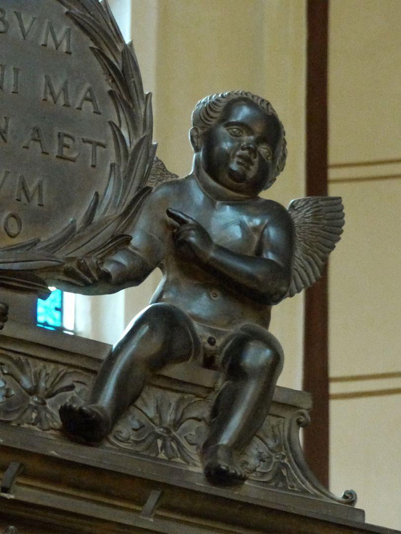 Grabmal Friedrichs des Weisen (Wittenberg) rechter Engel als Tafelträger
