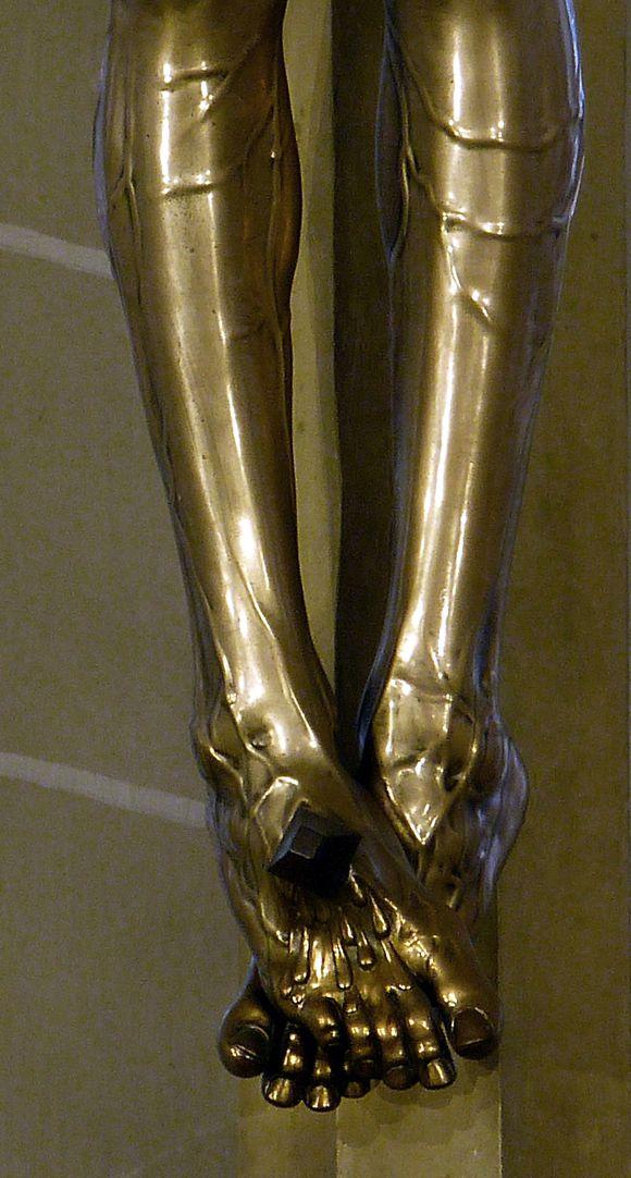 Kruzifix die genagelten Füße, frontal