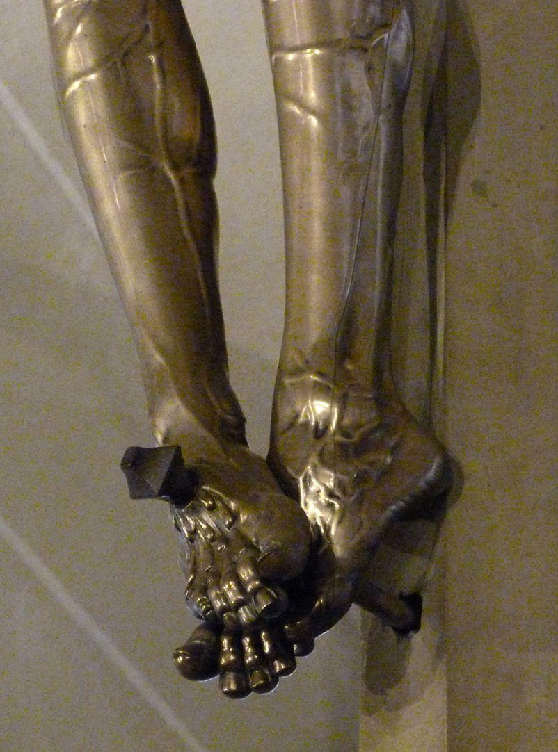 Kruzifix die genagelten Füße, Schrägansicht