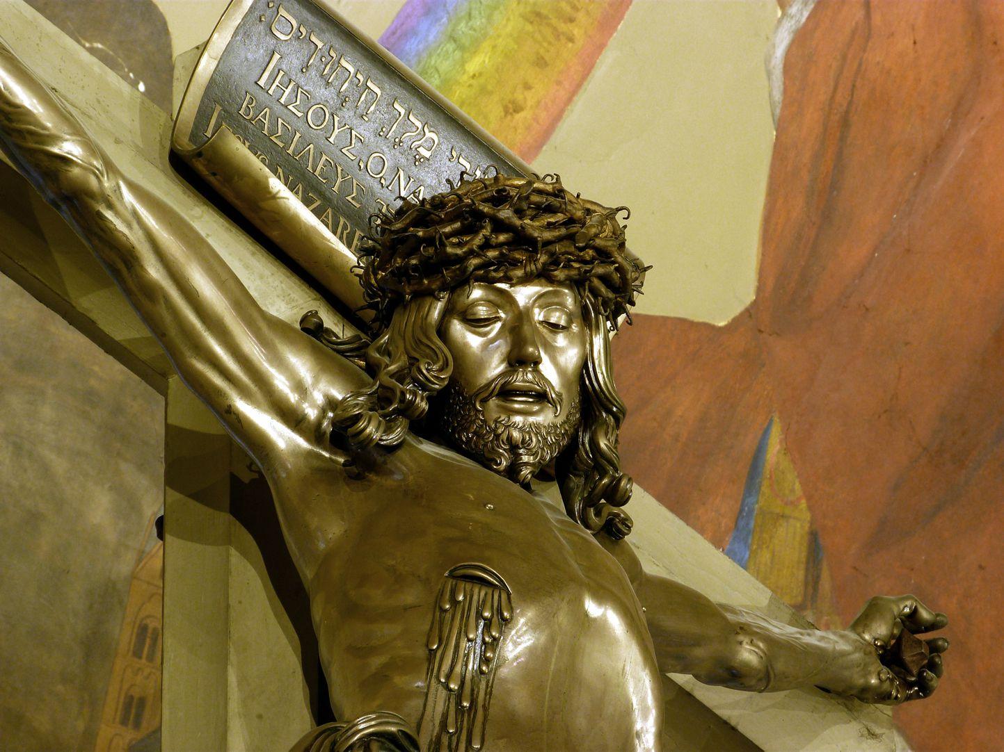 Kruzifix Untersicht von links mit der Seitenwunde