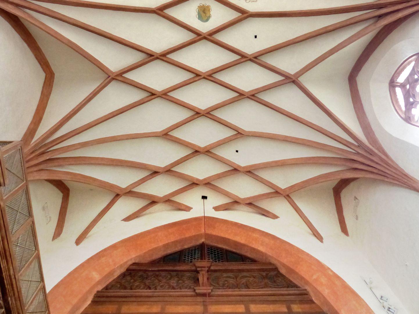 Holzemporen in der Kirche St. Marien und Christophorus, Kalbensteinberg Chorgewölbe mit Triumphbogen und Brüstung