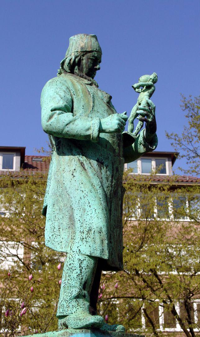 Portrait-Figur des Jakob Daniel Burgschmiet Detailansicht der Portrait-Figur