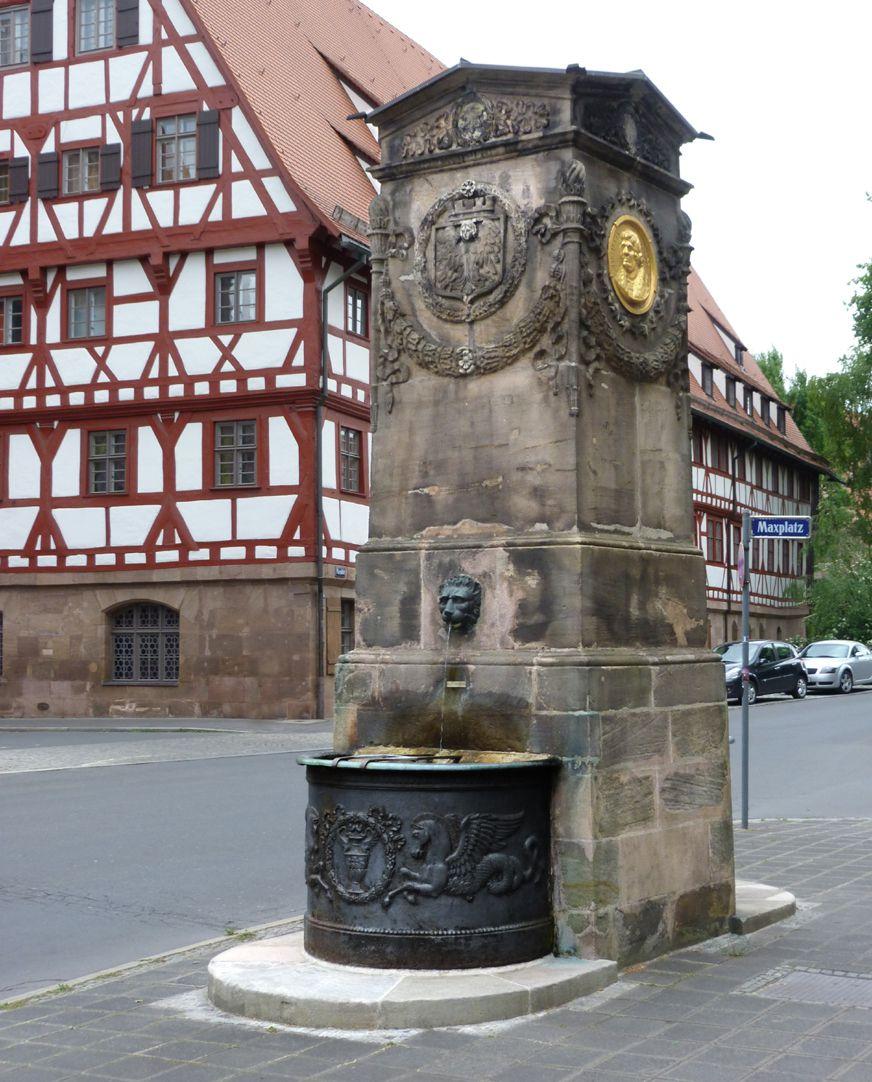 Dürer-Pirckheimer-Brunnen Gesamtansicht von Nordwest