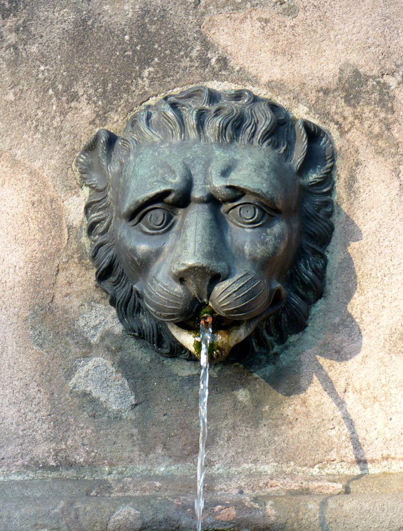 Dürer-Pirckheimer-Brunnen Löwenkopf, nördliches Becken