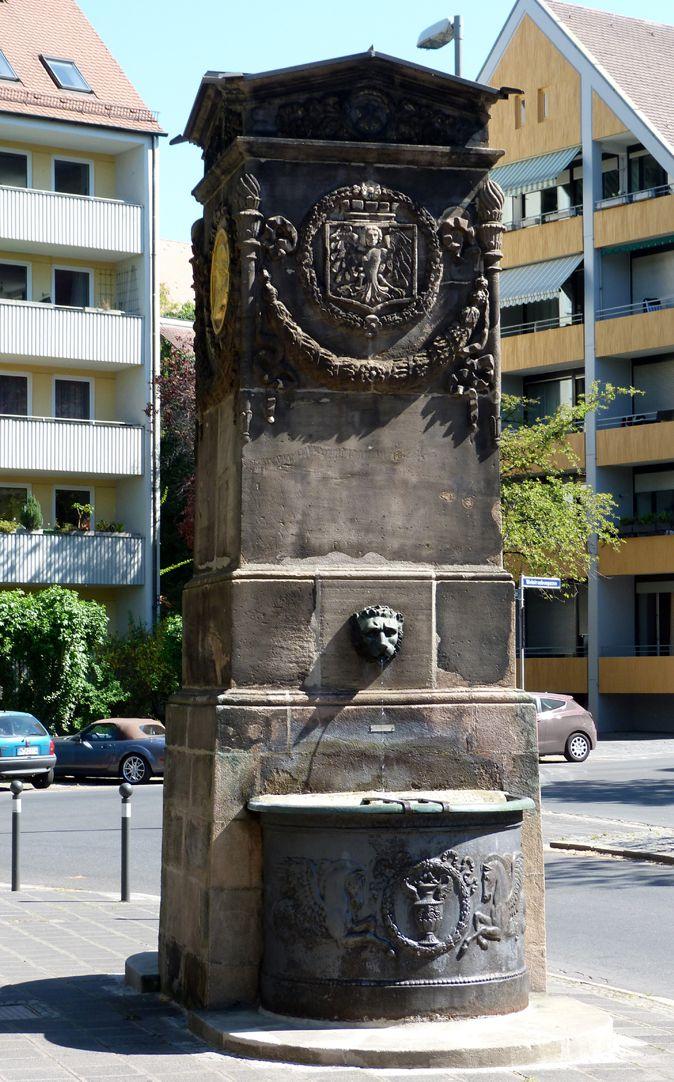 Dürer-Pirckheimer-Brunnen Blick von Süd