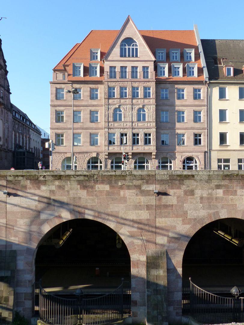 """Hotel Deutscher Hof Nordfassade mit U-Bahn Station """"Opernhaus"""""""