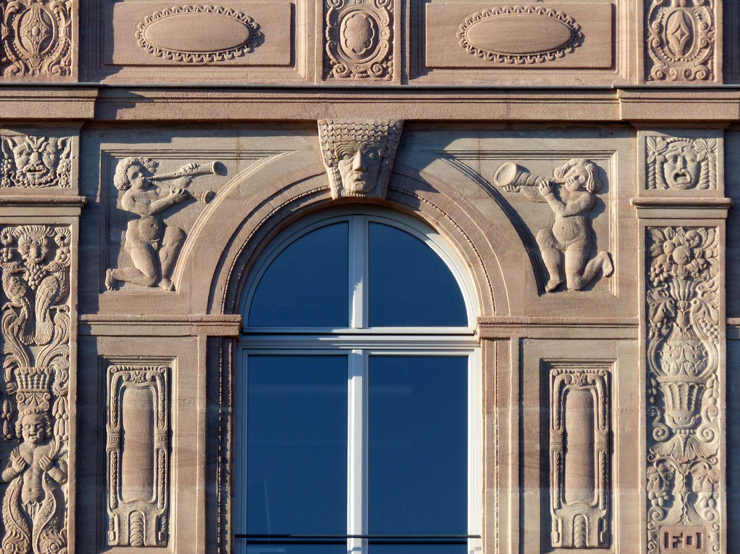 Hotel Deutscher Hof Flacherker, Detail vom Arkadengeschoss