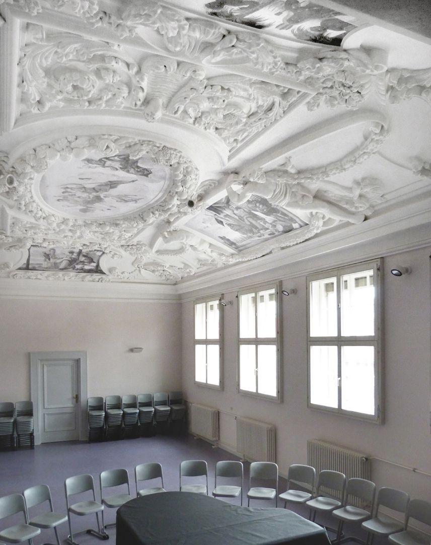Stuckdecke aus dem Gartensaal des ehemaligen Merkelschen Anwesen Blick in die nordwestliche Zimmerecke
