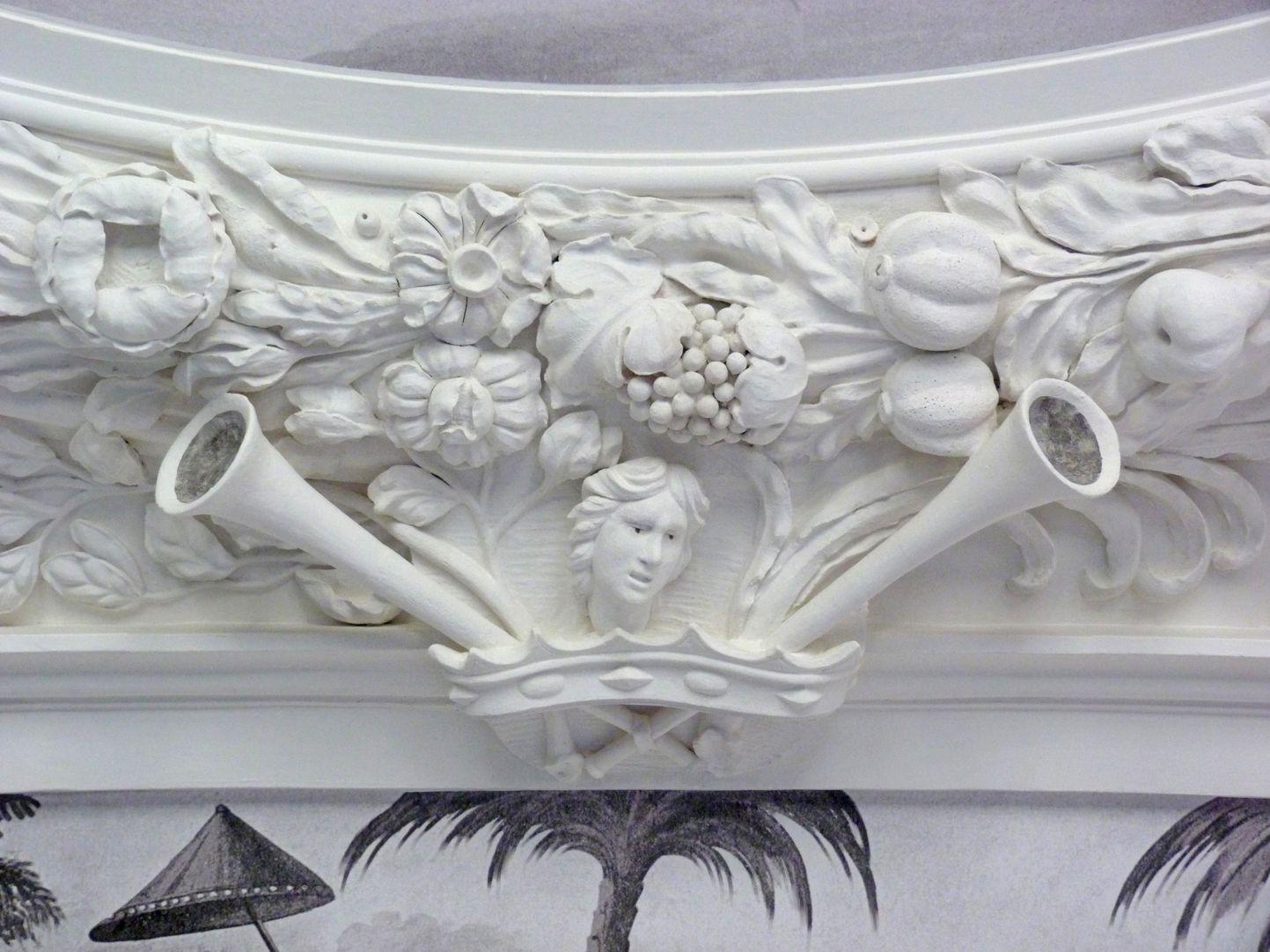 Stuckdecke aus dem Gartensaal des ehemaligen Merkelschen Anwesen Stuckdetail aus dem mittleren südlichen Deckenfeld