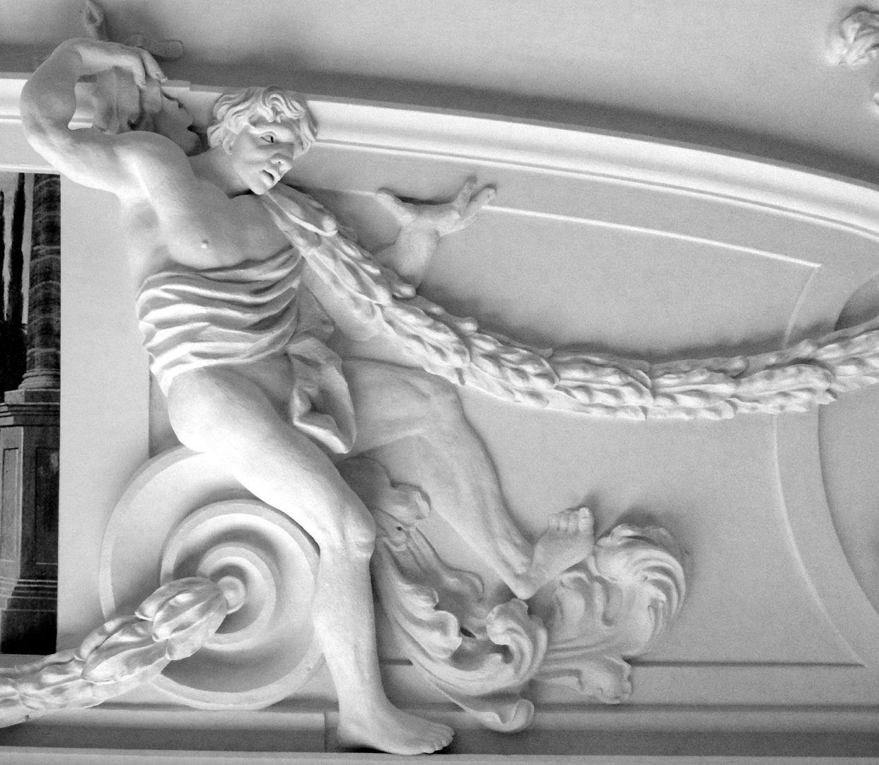 Stuckdecke aus dem Gartensaal des ehemaligen Merkelschen Anwesen Auf einer Volute sitzender Mann mit Girlande in nordöstlicher Zimmerdecke