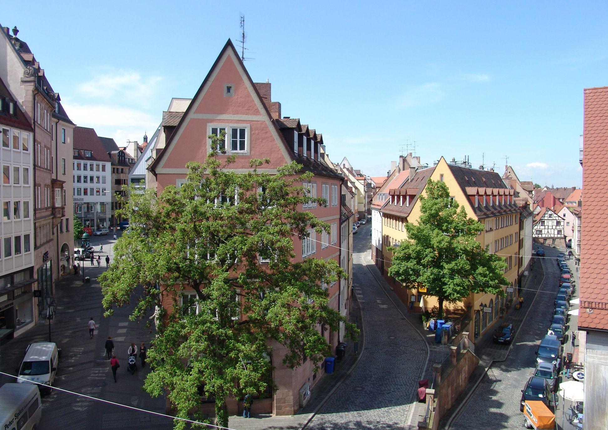 Geschäfts- und Wohnhaus Kaiserstraße Blick in die Kaiserstraße, Hintere Ledergasse und Obere Wörthstraße