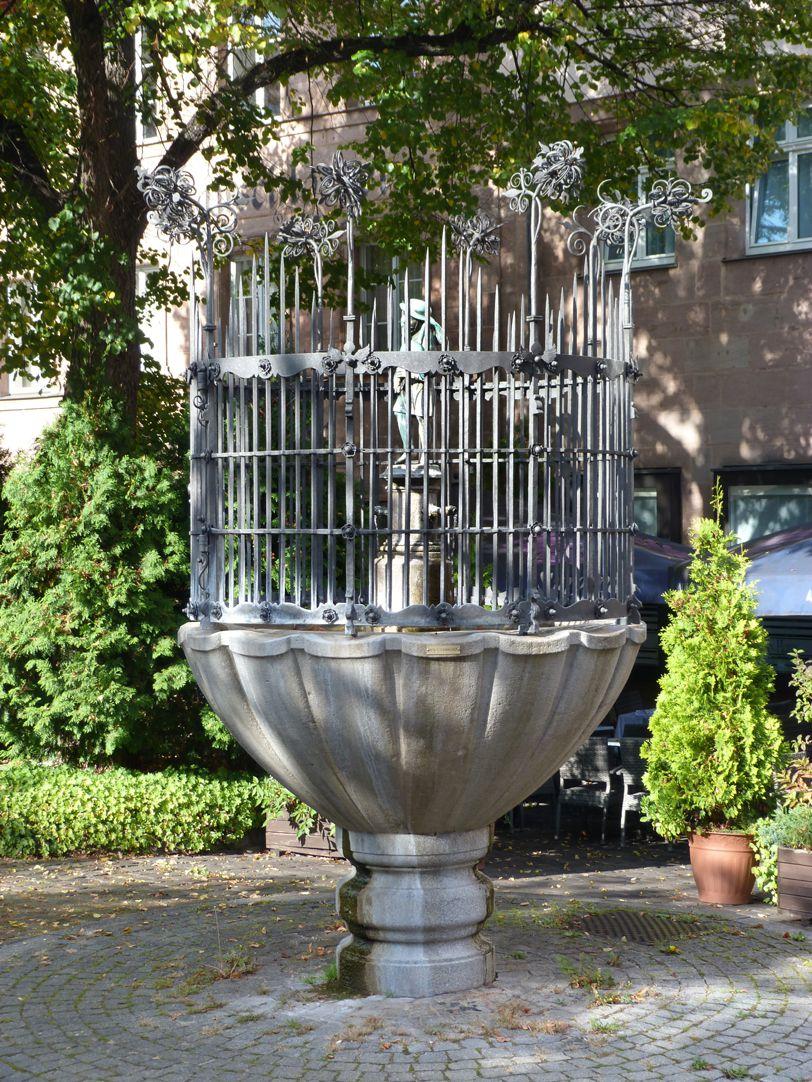 Dudelsackpfeiferbrunnen Gesamtansicht von Nordost