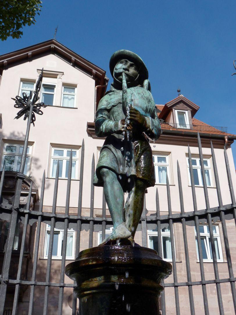 Dudelsackpfeiferbrunnen Brunnenfigur