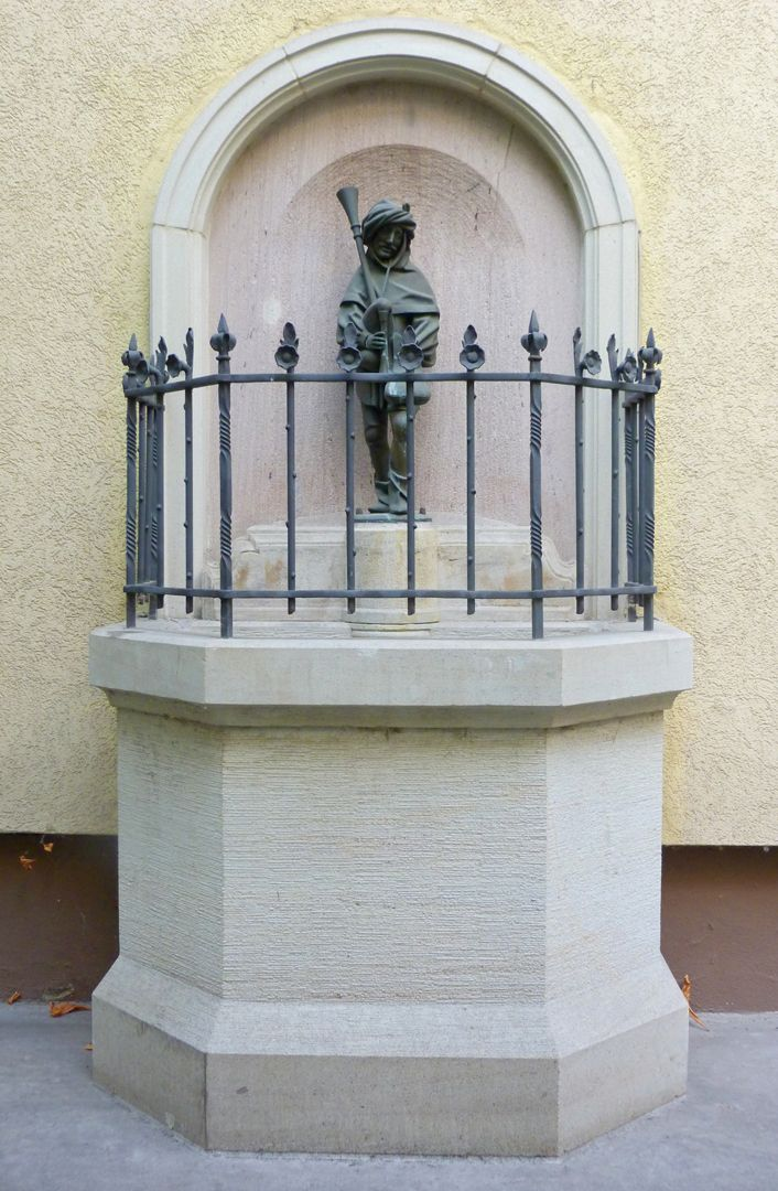 Dudelsackpfeiferbrunnen Frontalansicht