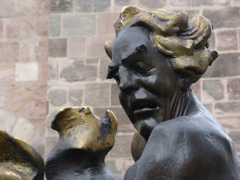 """Ehekarussell / Hans-Sachs-Brunnen """"Höllenfeuer"""", Detail mit Feuervergoldung"""