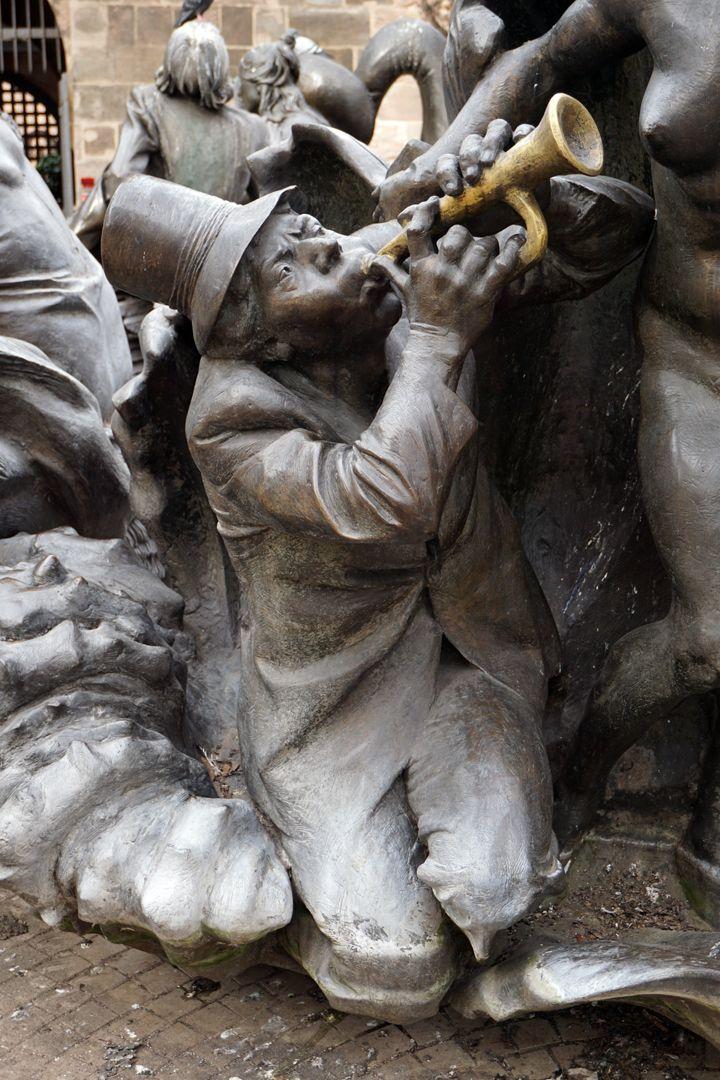 """Ehekarussell / Hans-Sachs-Brunnen """"Venusmuschel, Detail"""