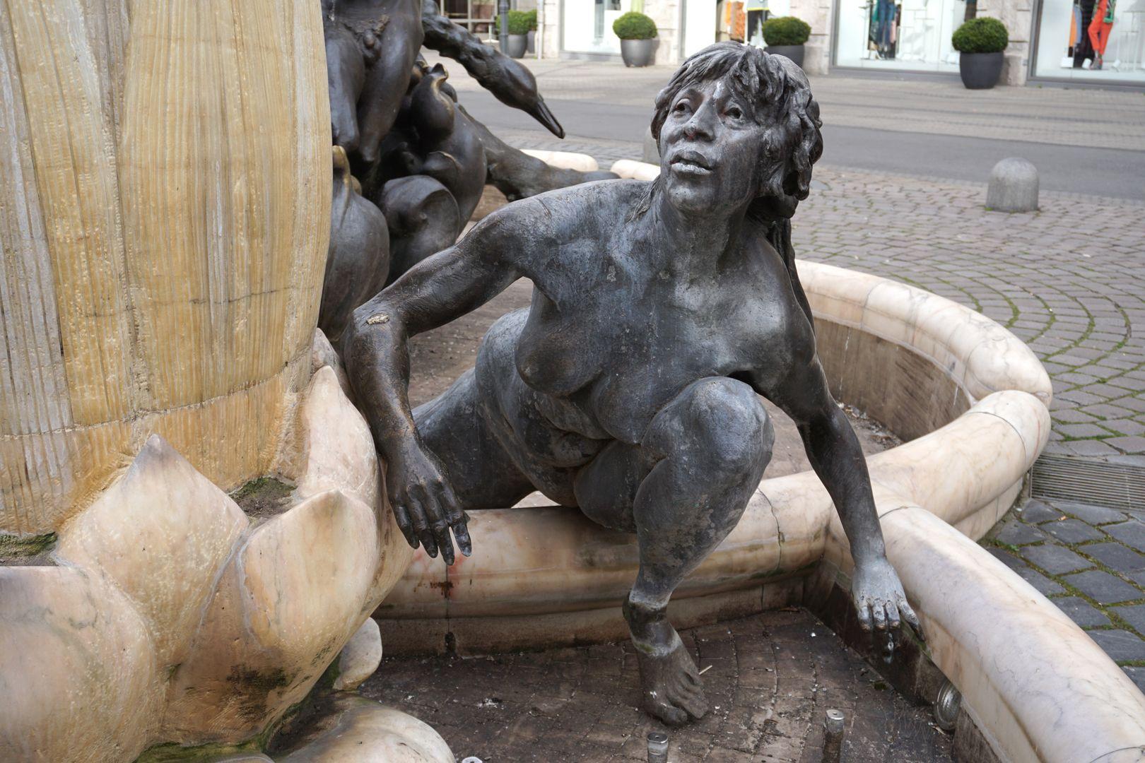 "Ehekarussell / Hans-Sachs-Brunnen ""Brunnennymphe"""