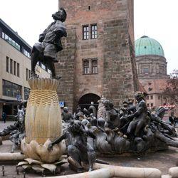 Ehekarussell / Hans-Sachs-Brunnen