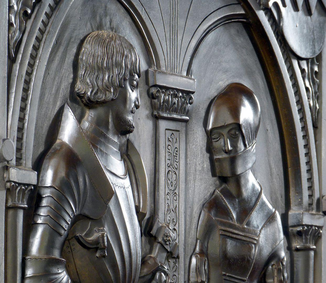 Epitaph der Walburga von Schaumberg und ihres Gemahls, Sebastian Figurenbüsten, Schrägansicht von links