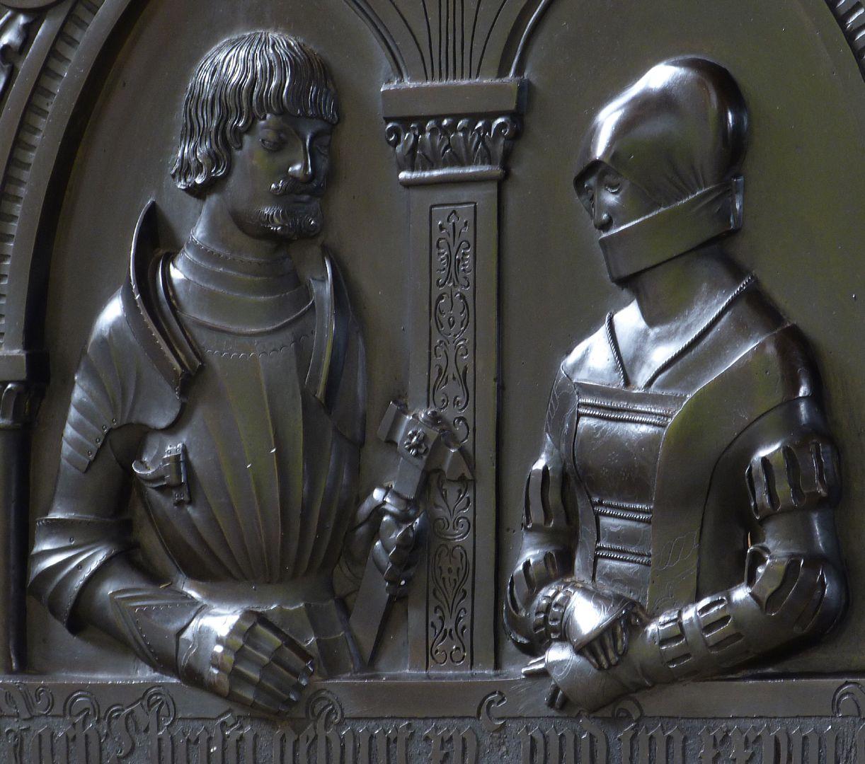 Epitaph der Walburga von Schaumberg und ihres Gemahls, Sebastian Figurenbüsten, Schrägansicht von rechts