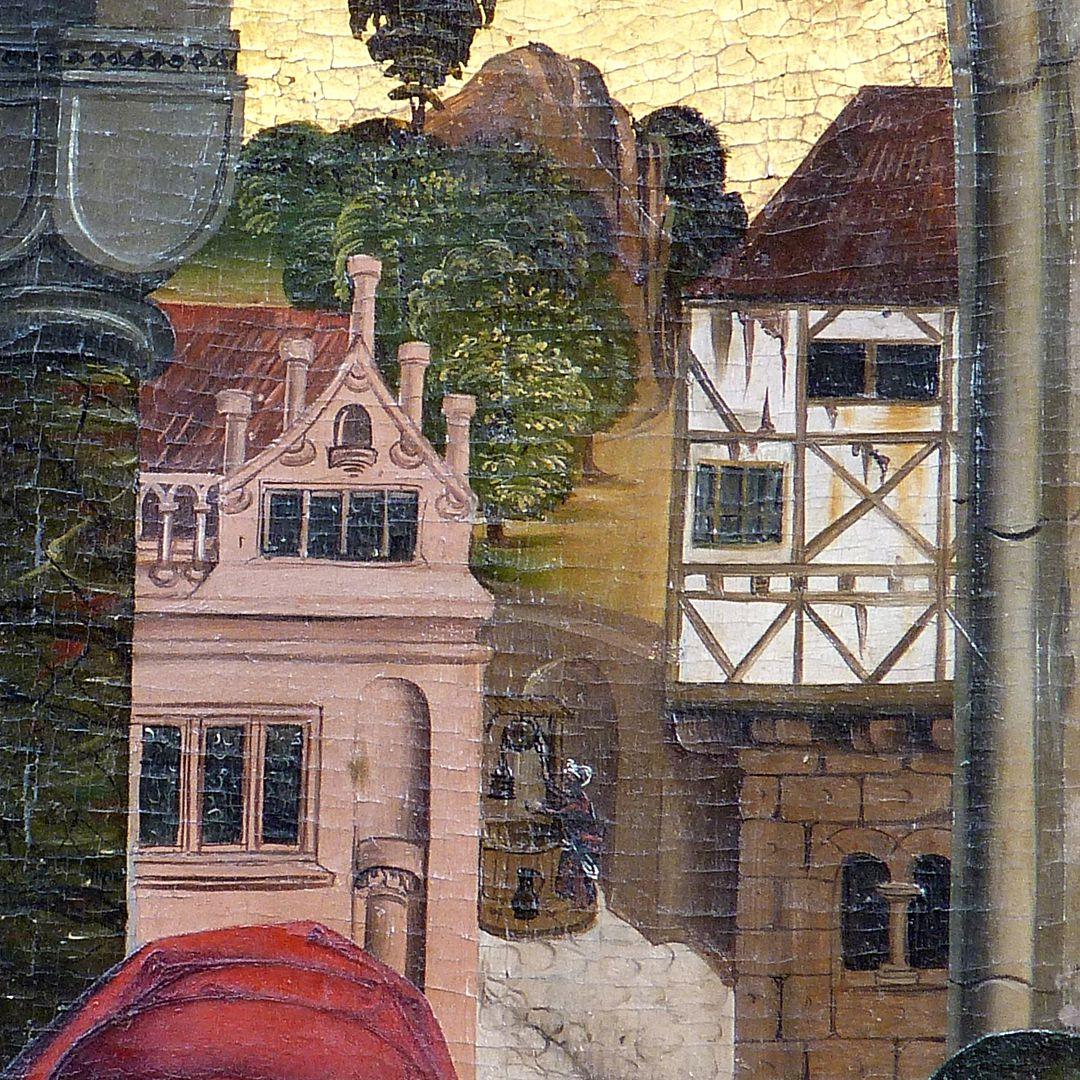 Epitaph des Hans Mayer (gest. 21.8.1473) und Ehefrau Kunigunde, geborene Sternecker (gest. 23.3.1450) Detail mit dem von Rundstäben durchstoßenen Giebel am Grolandschen Anwesen, rechts ein Fachwerkhaus auf einem steinernen Geschoss der Romanik. Zwischen beiden ist ein Ziehbrunnen in der alten Wolfsgasse (heute Mummenhoffstraße) zu sehen.