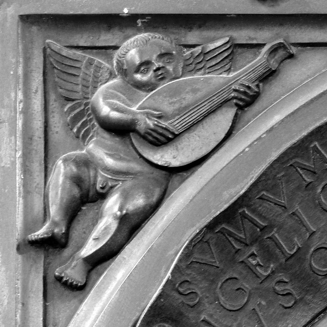 Epitaph des Propstes Henning Göden (gest. 1521) linker Zwickel mit musizierendem Engel (Laute)