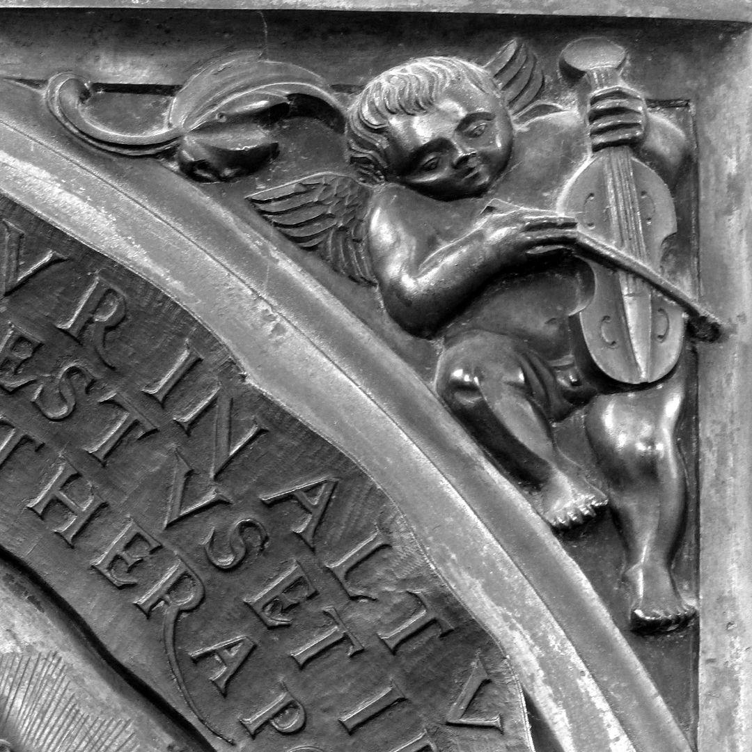 Epitaph des Propstes Henning Göden (gest. 1521) rechter Zwickel mit musizierendem Engel (Fidel)