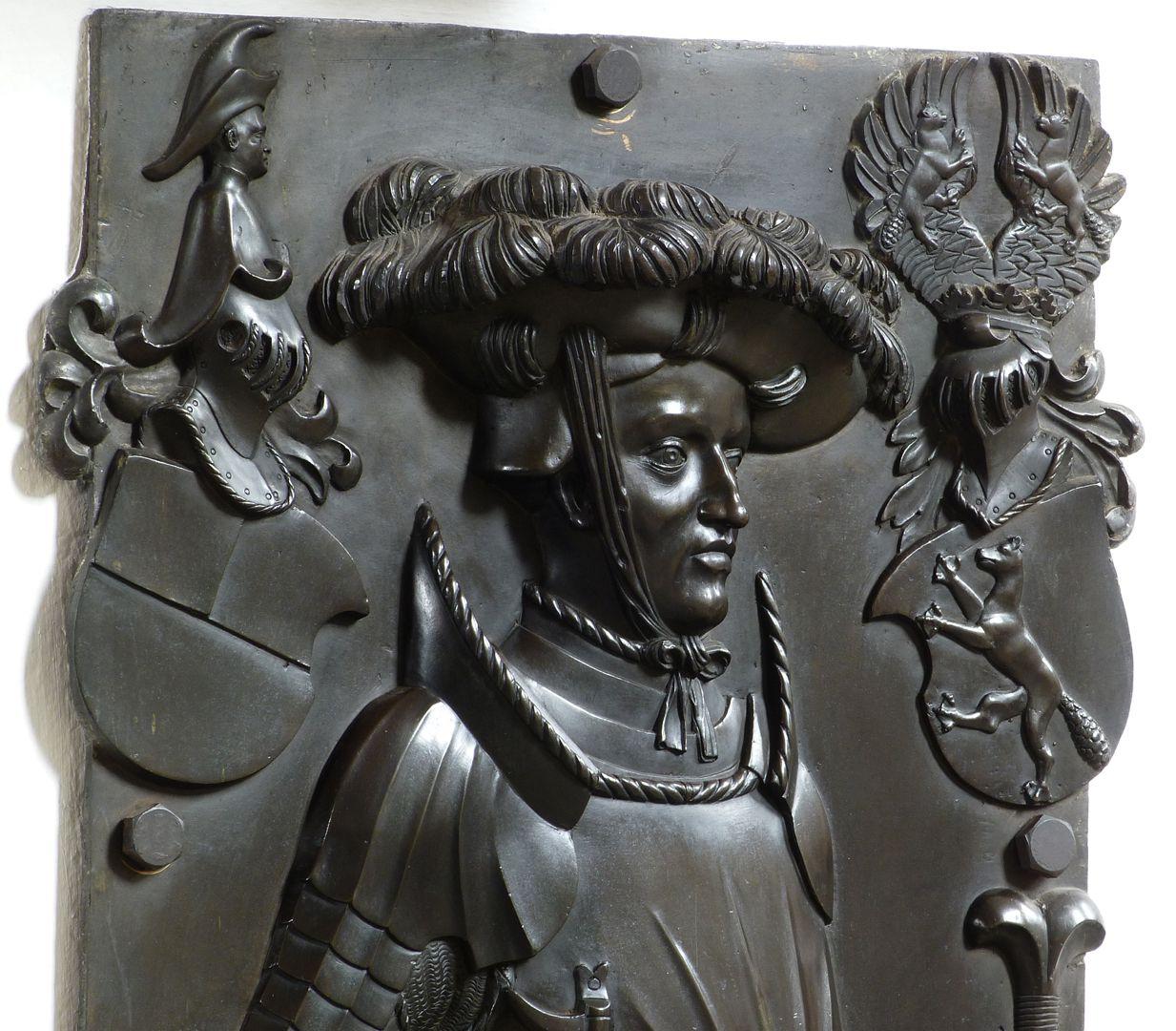 Epitaph des Wolf von Schaumberg (Lichtenfels) oberes Plattendrittel, Schrägansicht