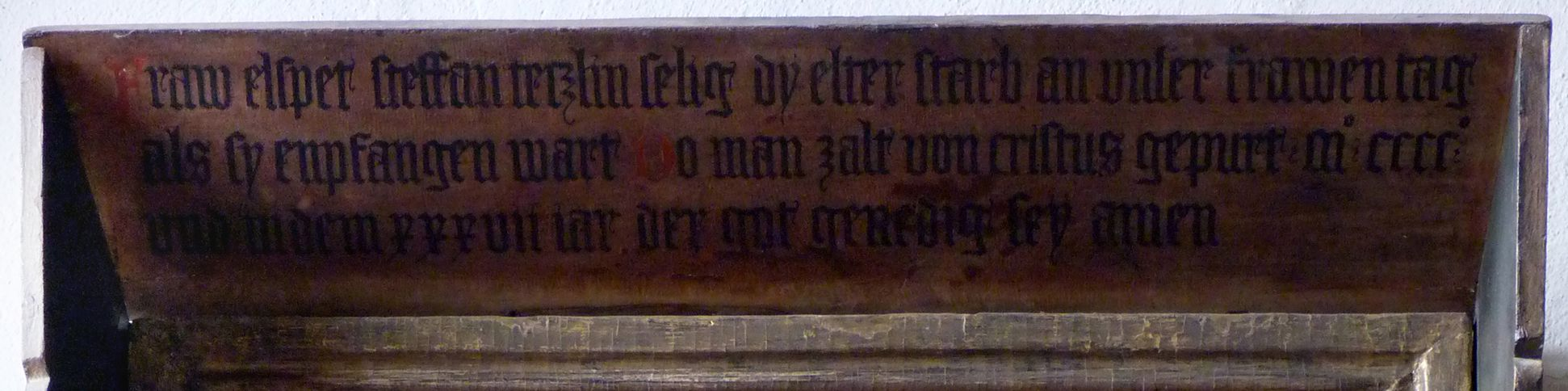 Epitaph der Elsbeth Waldstromer Vordach mit Inschrift