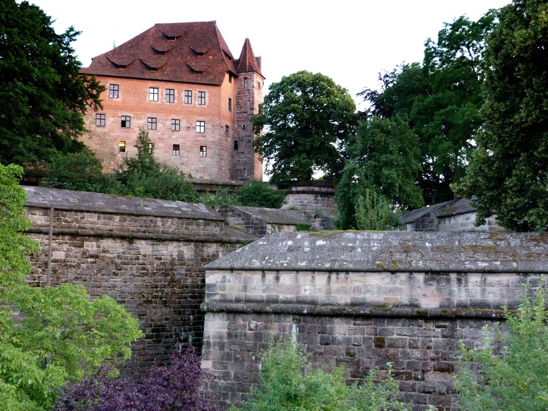 Stadtbefestigung von Fazuni Burgbasteien mit Kaiserburg