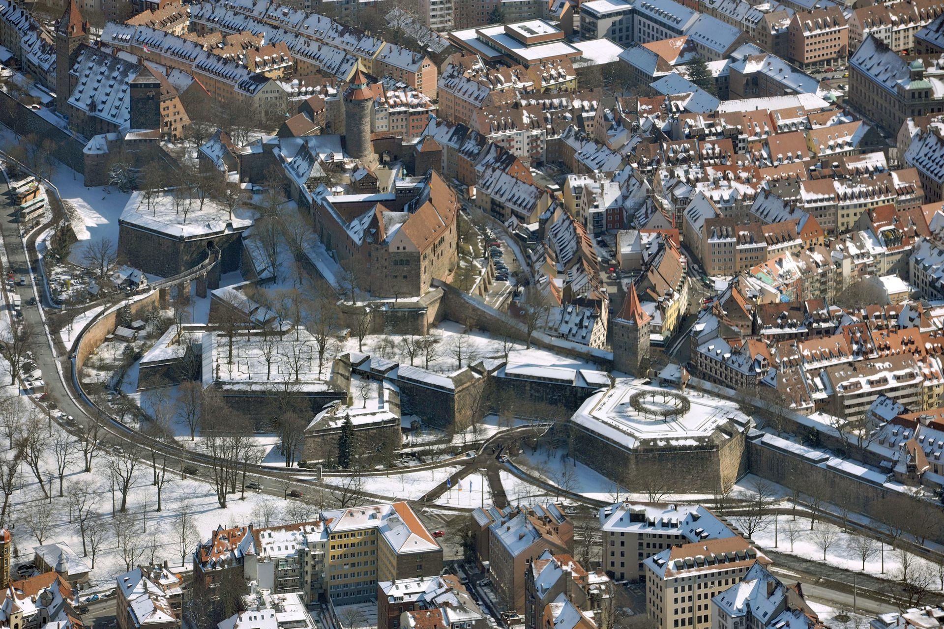 Stadtbefestigung von Fazuni Winteraufnahme, im Vordergrund Burgbasteien 1538-45 und Tiergärtnertorbastei 1542-44
