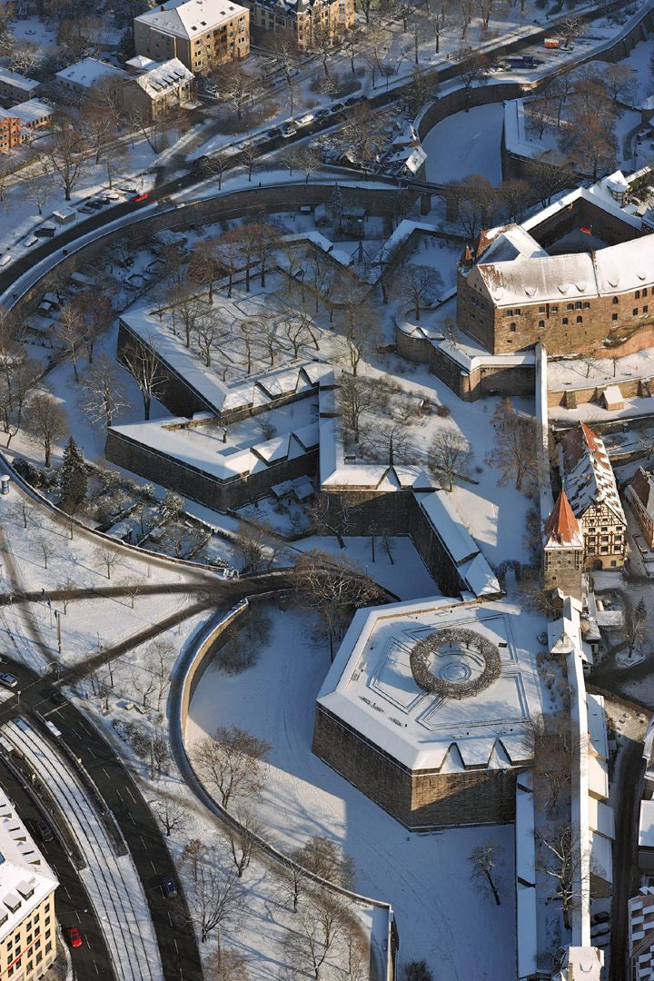 Stadtbefestigung von Fazuni Winteraufnahme, im Vordergrund Tiergärtnertorbastei