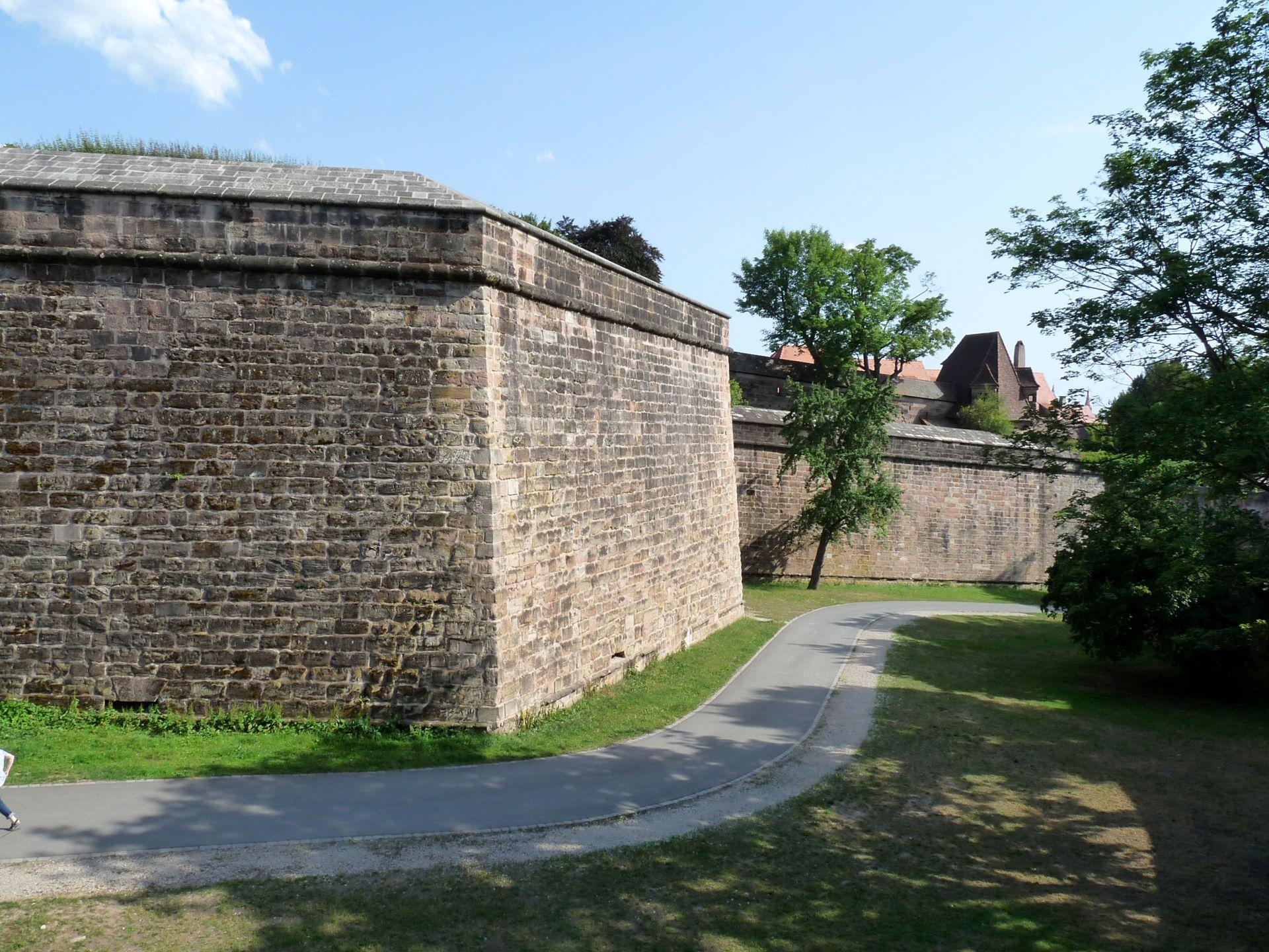 Stadtbefestigung von Fazuni Graben mit Tiergärtnertorbastei