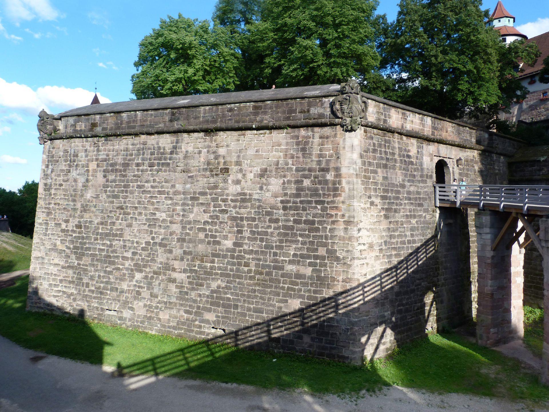 Stadtbefestigung von Fazuni Graben an der Vestnertorbastei mit Brücke