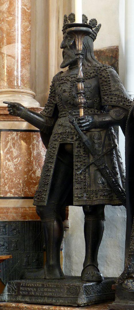 Ferdinand (der Katholische) von Aragón  (Innsbruck) Schrägansicht von vorne