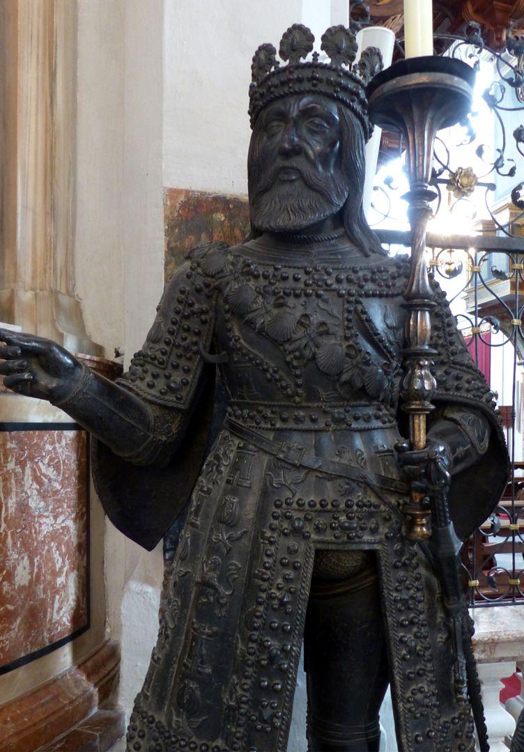 Ferdinand (der Katholische) von Aragón  (Innsbruck) Vorderansicht, Detail