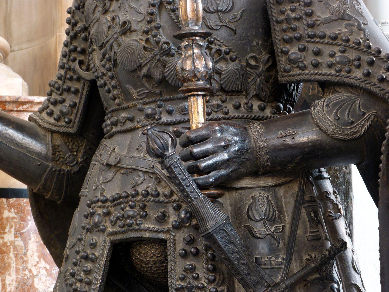 Ferdinand (der Katholische) von Aragón  (Innsbruck) mittlerer Körperbereich mit Schamkapsel
