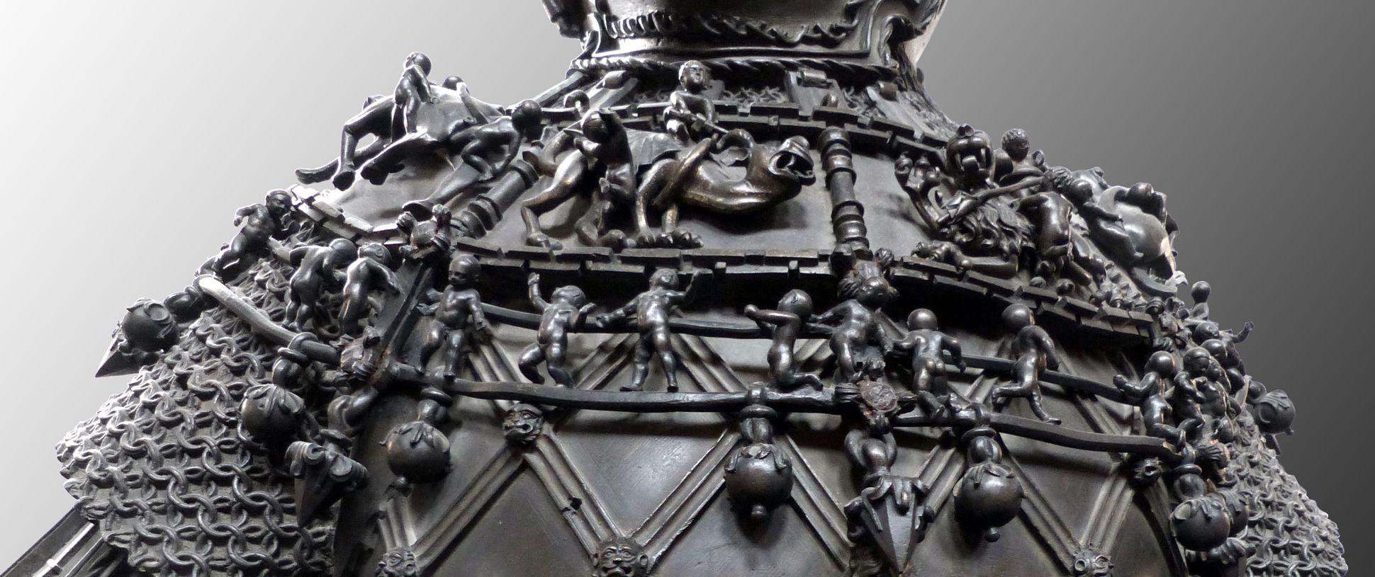Ferdinand von Portugal (Innsbruck) Kette mit Amoretten und Reliefs mit auf Fabelwesen reitenden Knaben