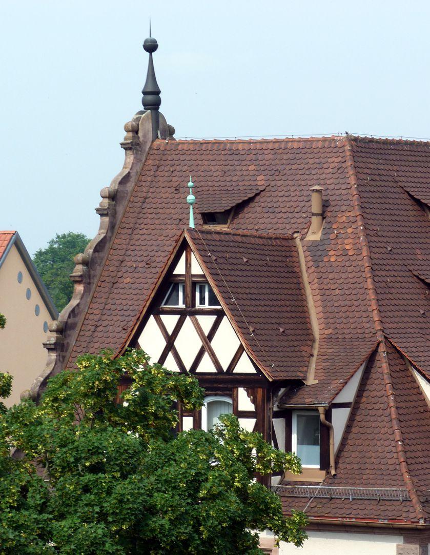 Feuerwache West Dach, Rückseite Steingiebel und Fachwerk-Zwerchhaus