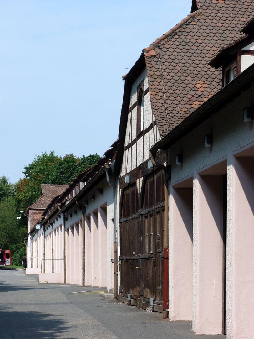 Feuerwache West Längstrakt, Garagen