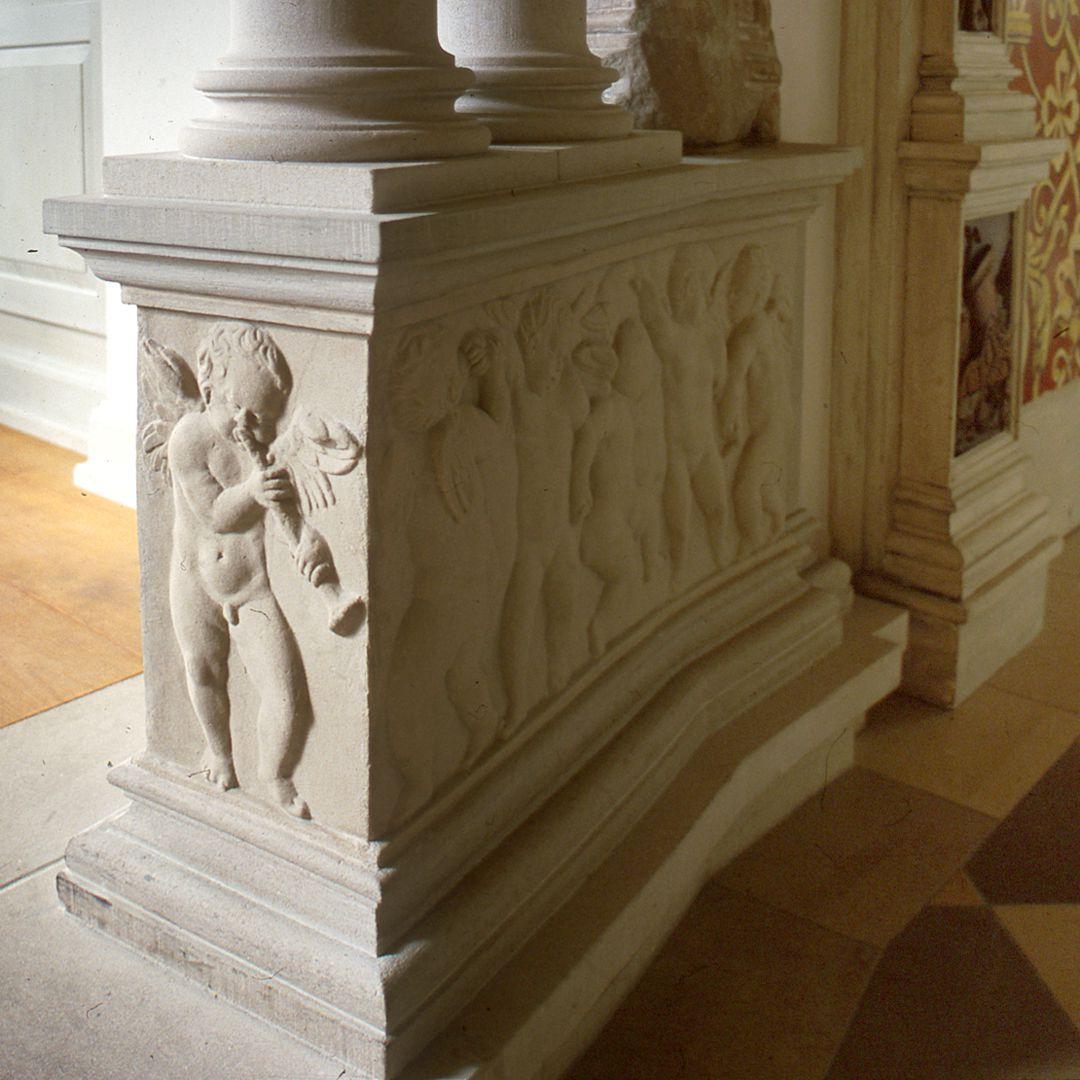 """Hirsvogelsaal Detail des linken Postamentes des sog. """"Kamins"""""""