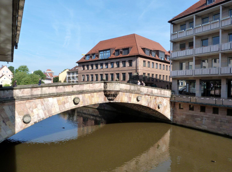 Fleischbrücke Brückenbogen von Südost mit Fleischhaus