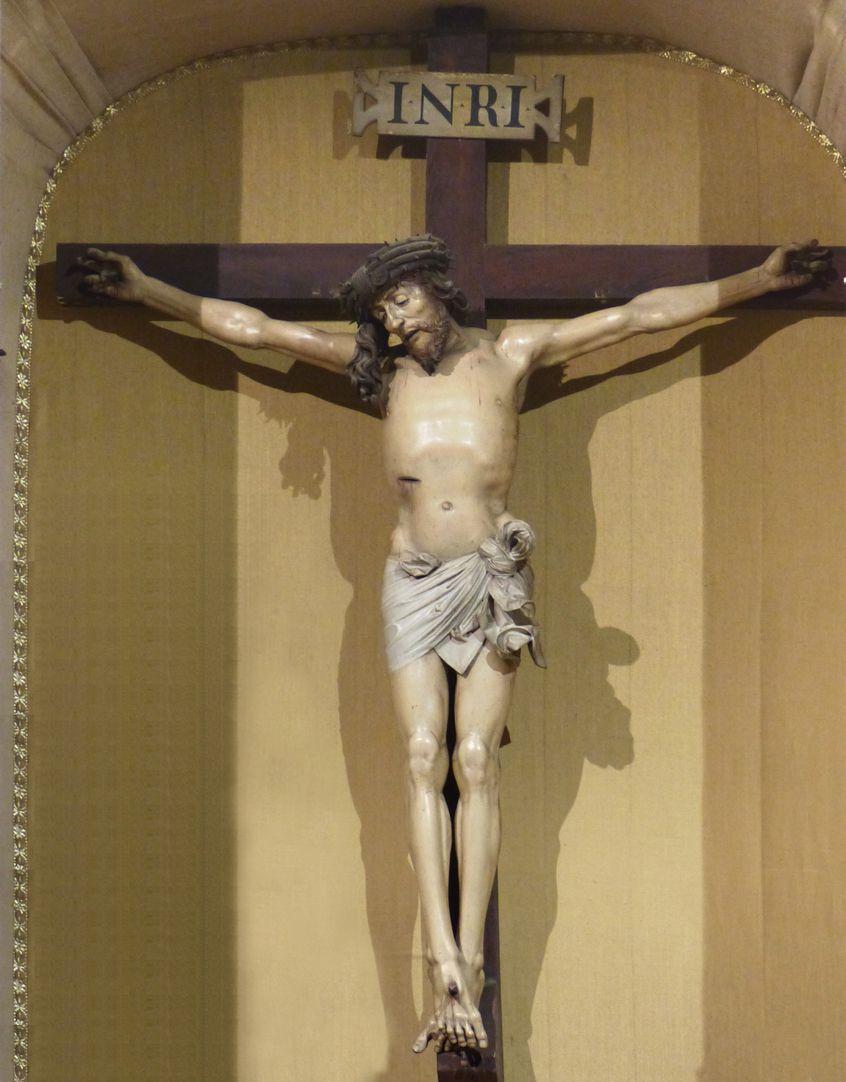 Kruzifixus Altarnische mit Kruzifixus