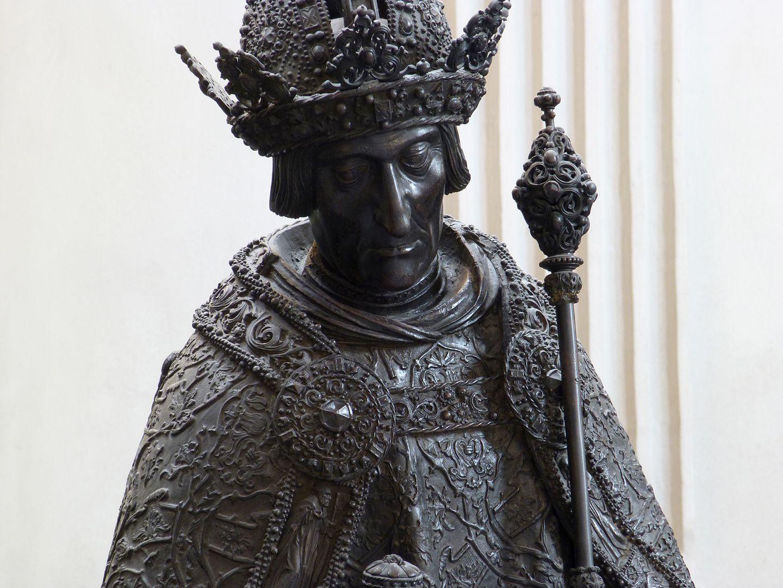 Friedrich III. (Innsbruck) Büste von erhöhtem Standpunkt